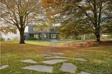 草地铺装可谓是景观中最为流行的铺装材料,草坪和硬质材料之间的无限可能